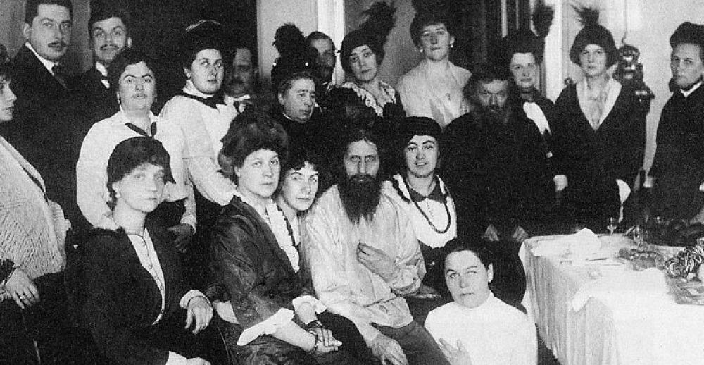 グリゴリー・ラスプーチンと信者の女性たち